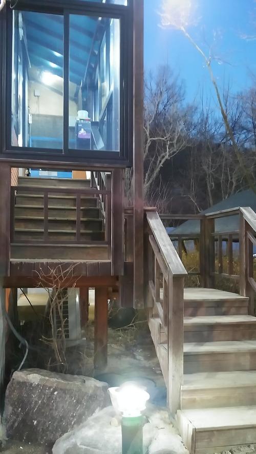 안양 박가네 해신탕 나무 계단