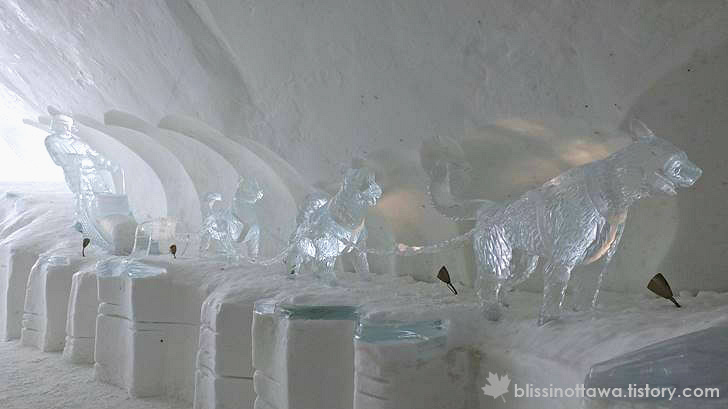 개썰매 얼음 조각상 입니다
