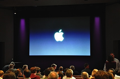 apple-laptop-event-002.jpg
