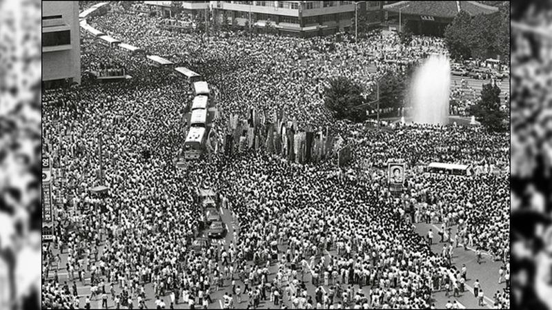 사진: 박종철 군 고문치사 사건은 시위에 의해 이한열 사망사건으로 이어지며 결국 1987년 6월 항쟁이 되었다.