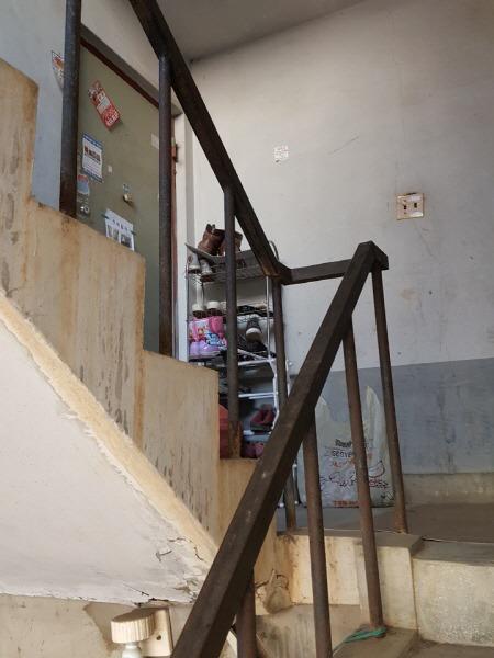 양지주택 계단