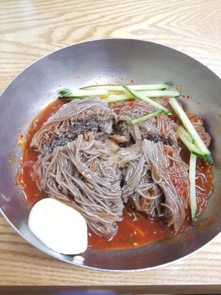 고기 비빔냉면