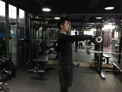남자의 매력있는 어깨 만드는 운동2-프론트 레이즈(Front Raise)