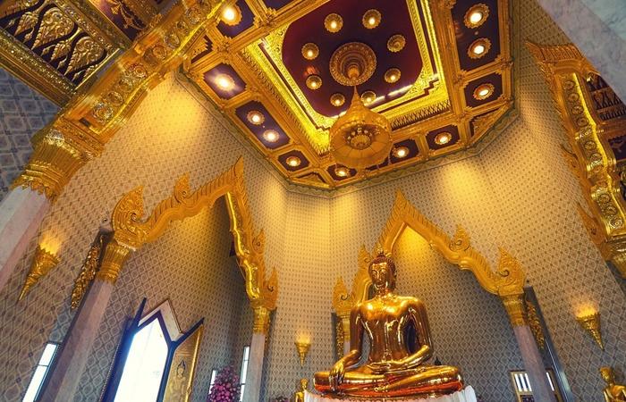 사진: 크고 아름다운 규모로 유명한 태국 황금불상의 사원. 왓 트라이 밋 사원에 있는 불상은 1955년 우연한 실수로 인해 발견된 비밀의 역사였다. [세상에서 가장 큰 황금불상]