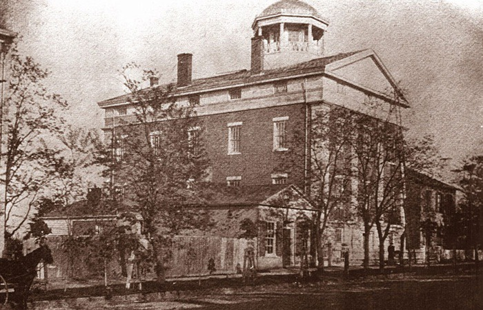 사진: 엘리자베스 블랙웰이 입학을 결정하기 위해 찬반투표를 했던 것으로 유명한 뉴욕의 제네바 의과대학. 1800년대의 모습이다. [최초의 여의사와 의대 투표]