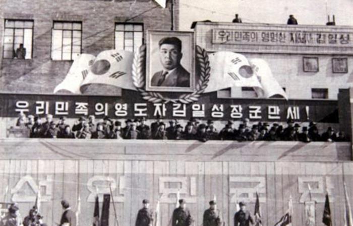 사진: 놀라운 것은 북한과 김일성도 한 동안은 우리의 태극기를 국기로 삼으며 집권했었다는 사실이다. 건국절 논란은 자칫하면 김일성에게 면죄부를 줄 뻔한 주장이다. [광복절이어야 할 해방, 독립의 날]