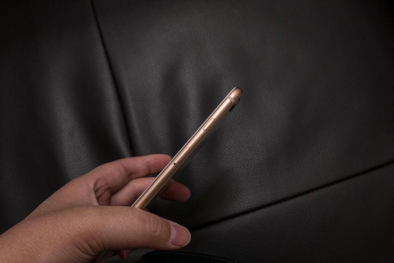 아이폰8 플러스 골드 개봉기. 영롱하구나