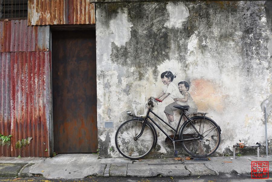 자전거를 탄 아이들
